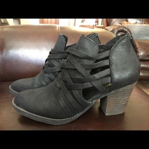 Black Dressy Closed-Toed Shoes Size 7.5!